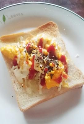 食パンアレンジ卵とキャベツ