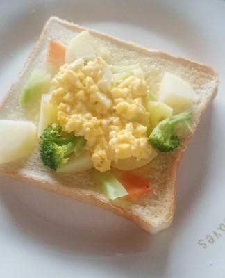 食パンアレンジ卵サラダとジャガイモ