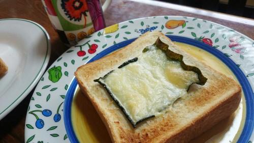 食パンアレンジ海苔とチーズ